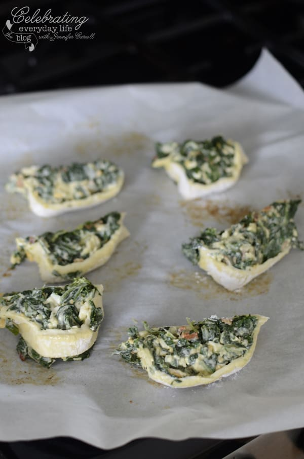 {Let's Make Some} Bacon & Spinach Pinwheels!