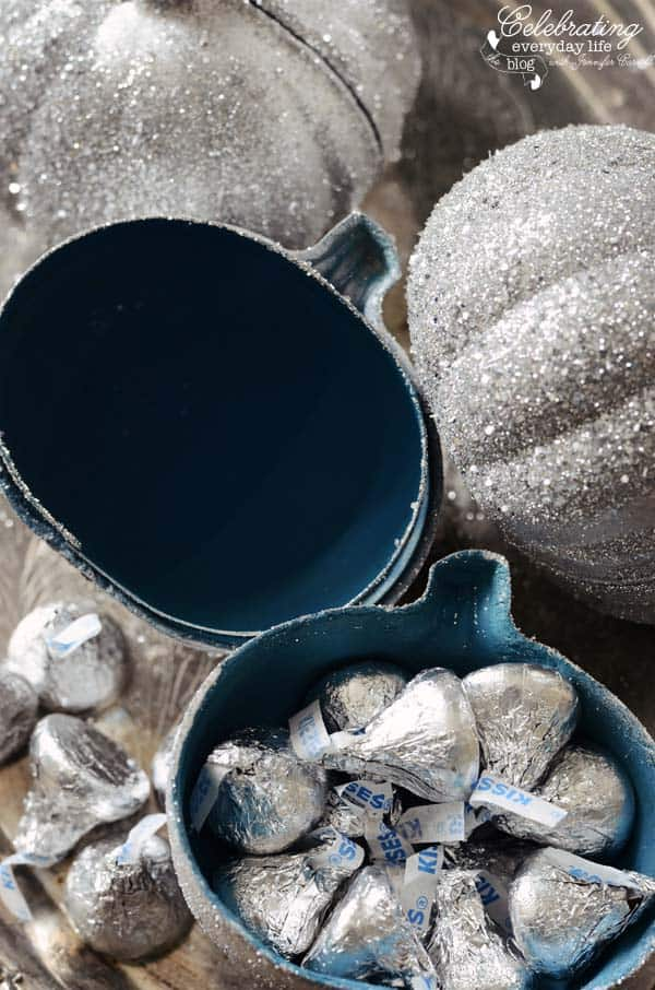 Hershey Kisses, Silver pumpkin treat boxes, how to glitter pumpkins