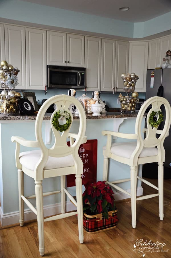 Celebrating Everyday Life Kitchen, Bar stools with boxwood wreaths, red keep calm and carry on tray