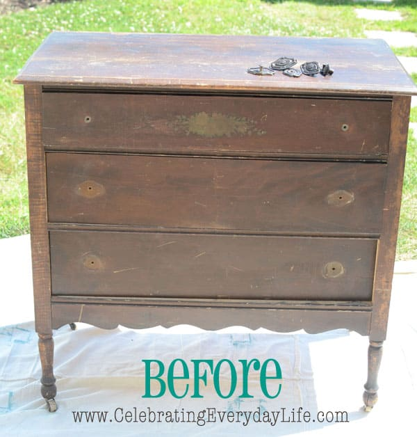 {Turquoise Mirror and Antique Chest Makeover} Painting with Annie Sloan Chalk Paint, chest BEFORE