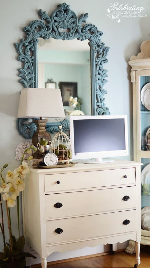 {Turquoise Mirror and Antique Chest Makeover} Painting with Annie Sloan Chalk Paint