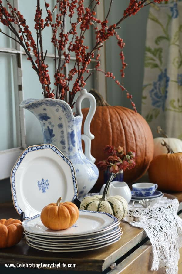 A Blue Willow Thanksgiving Thanksgiving Table Inspiration Celebrating Everyday Life With