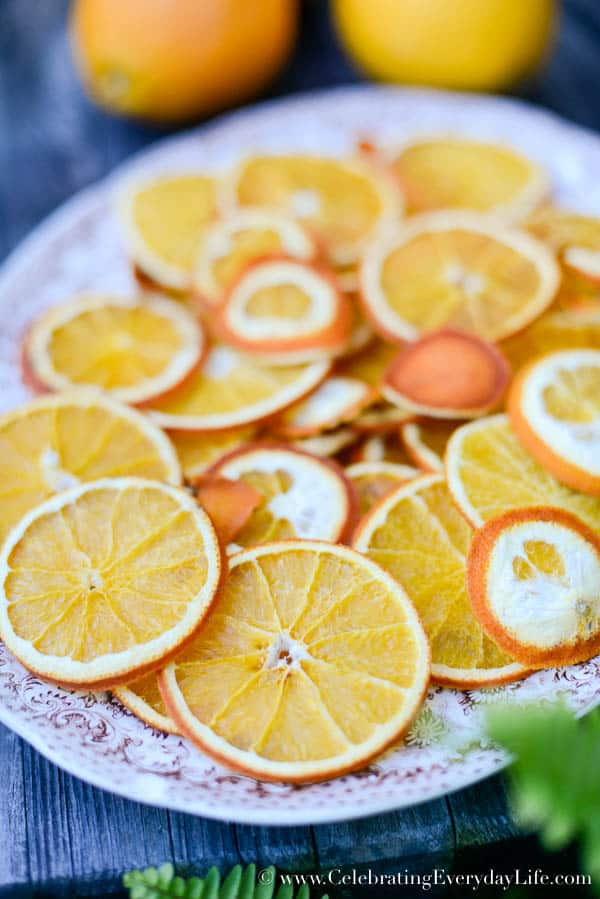 How to Dry Oranges, How to Dry Orange Slices, How to make your own Christmas ornaments, Natural Christmas Decoration DIY, DIY Christmas Ornament, Natural Christmas Ornaments, Kitchen Christmas Tree ornament, Orange slice decorations, Celebrating Everyday Life with Jennifer Carroll