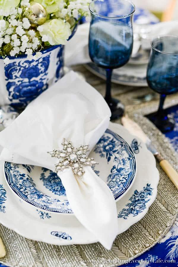 Blue & White Christmas Table, Blue & White Christmas Placesetting, Blue & White Christmas decor, Sparkly Christmas Table, Snowflake Placesetting, Snowflake Napkin ring, Celebrating Everyday Life with Jennifer Carroll