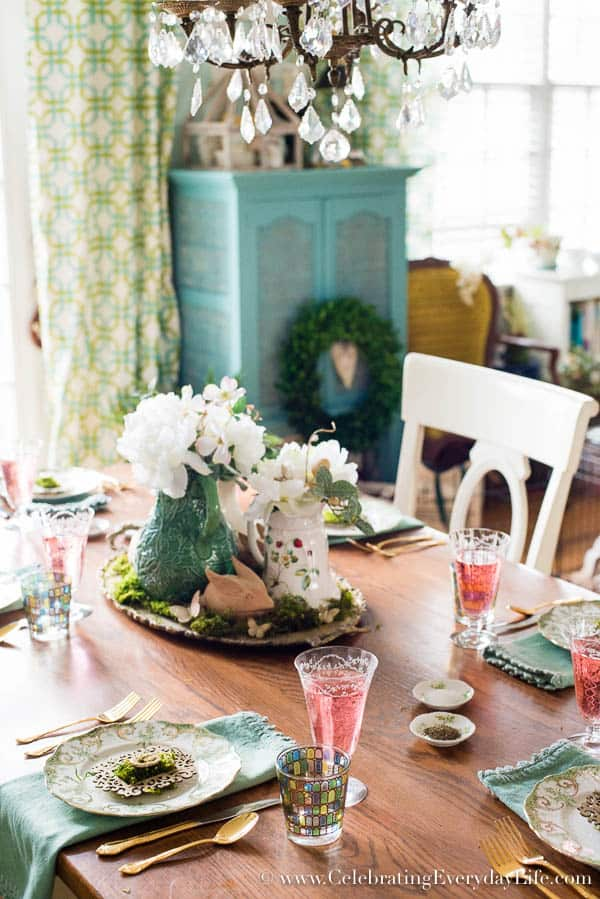Moss inspired easter tablescape celebrating everyday for Elegant easter table decorations