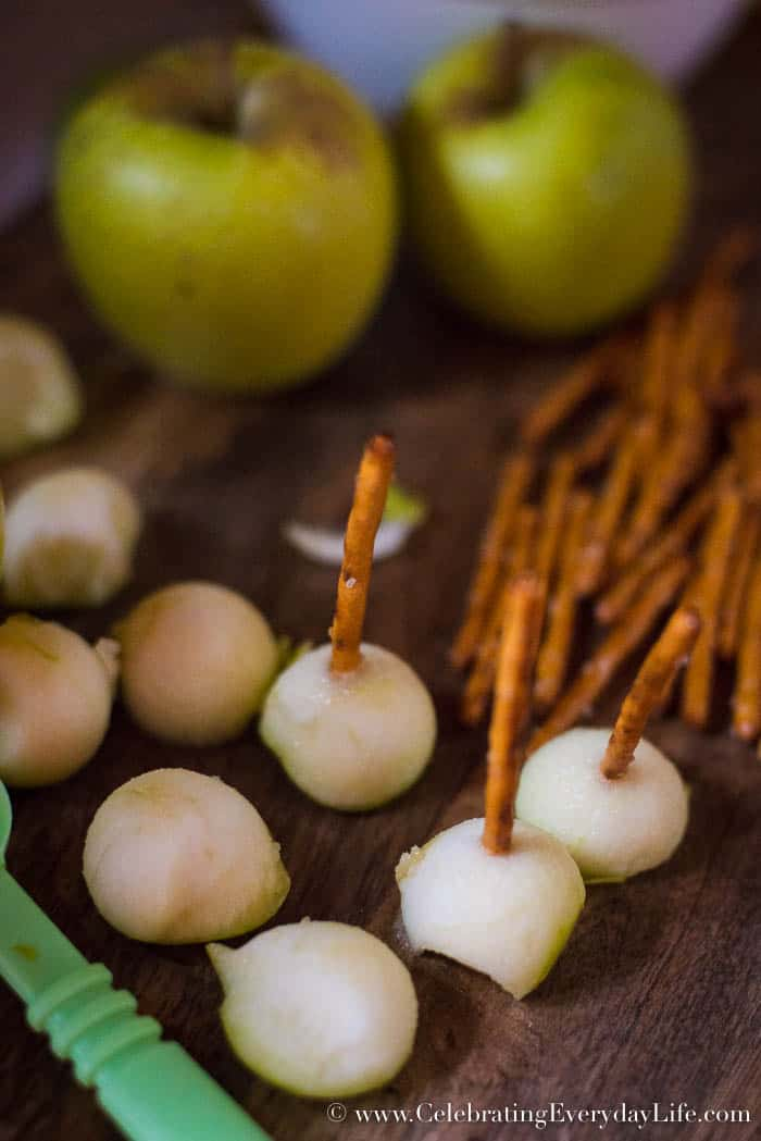 caramel apple fondue bites, mini caramel apples, fall apple desserts, apple dessert recipe, Celebrating Everyday Life with Jennifer Carroll