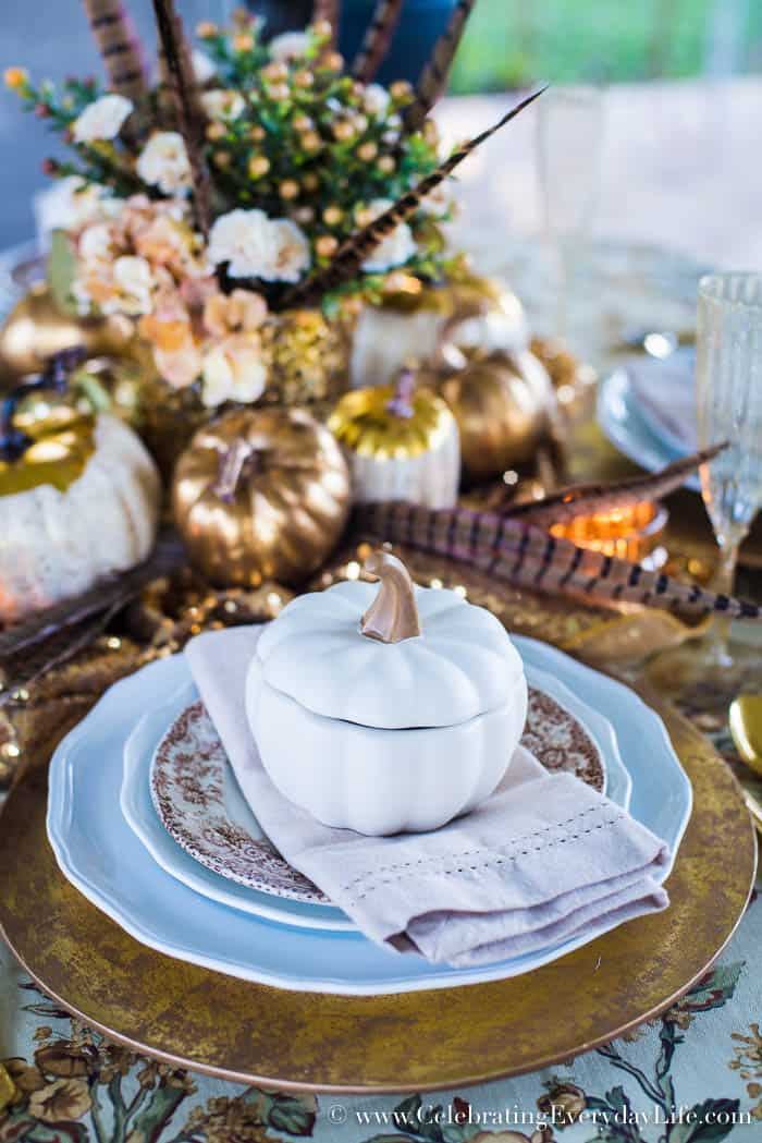 Lauren Ralph Lauren Home tablecloth, cream and gold fall supper, cream and gold fall entertaining, glamorous fall table, A Glamorous Fall Supper in Cream and Gold, Sparkly fall table, Golden fall table, Elegant Fall entertaining, Ralph Lauren Fall entertaining, Celebrating Everyday Life with Jennifer Carroll