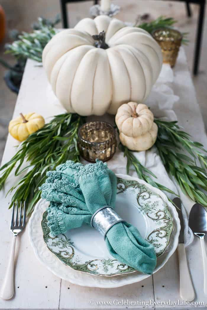 Farmhouse Thanksgiving Centerpiece DIY, How to make your own Thanksgiving centerpieces, Easy Centerpiece Ideas, Easy Thanksgiving Centerpiece ideas, Easy Christmas Centerpiece Ideas, Easy Holiday Entertaining, HomeTalk, Celebrating Everyday Life with Jennifer Carroll
