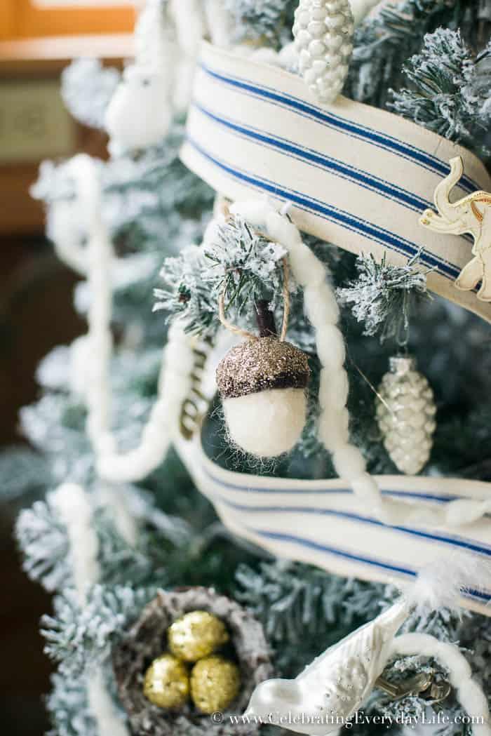 5 Tips to Decorate a Farmhouse Christmas Tree | Celebrating Everyday Life with Jennifer Carroll | www.CelebratingEverydayLife.com