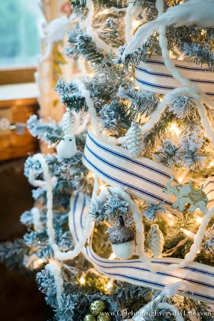 5 Tips to Decorate a Farmhouse Christmas Tree | Celebrating Everyday Life with Jennifer Carroll | www.CelebratingEverydayLife.com