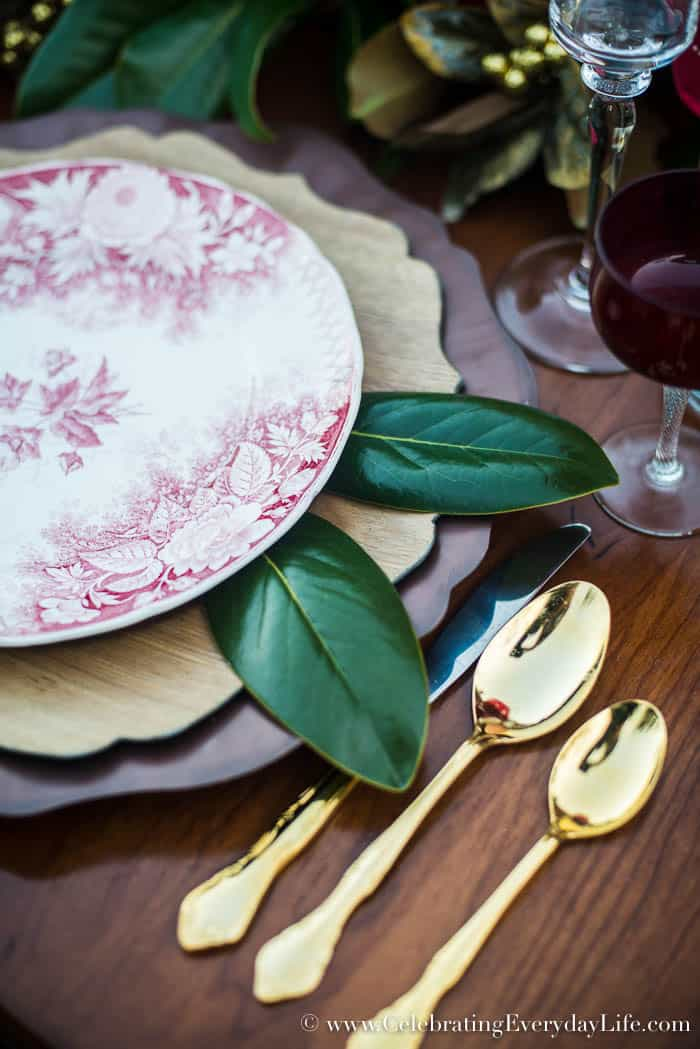 DIY Magnolia Leaf Charger Christmas table, Celebrating Everyday Life with Jennifer Carroll, www.CelebratingEverydayLife.com