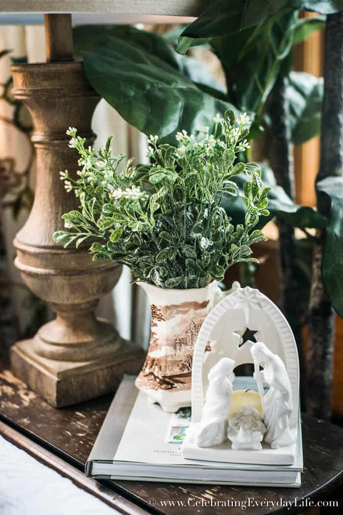 Farmhouse Christmas Decorating Ideas | Celebrating Everyday Life with Jennifer Carroll | www.CelebratingEverydayLife.com