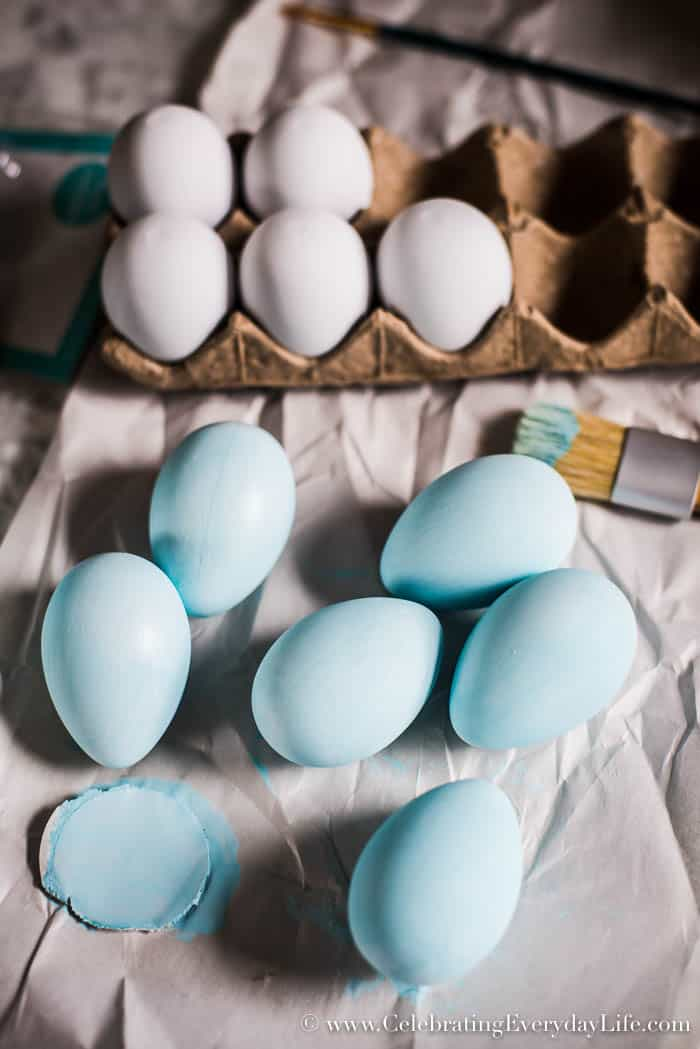 Let's make easy DIY speckled Eggs! Not only is this an easy and cheap Easter craft, it's also pretty Spring decor. Check out the easy tutorial to make some.