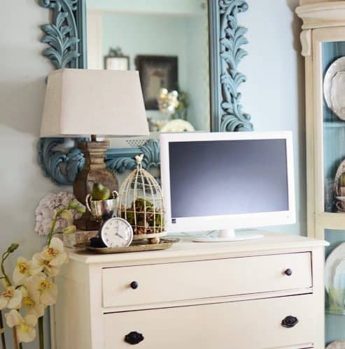 {Turquoise Mirror & Antique Chest Makeover} Painting with Annie Sloan Chalk Paint