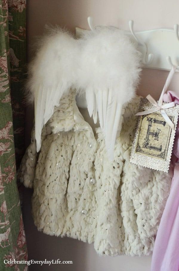Angel Wings, Little girl's room