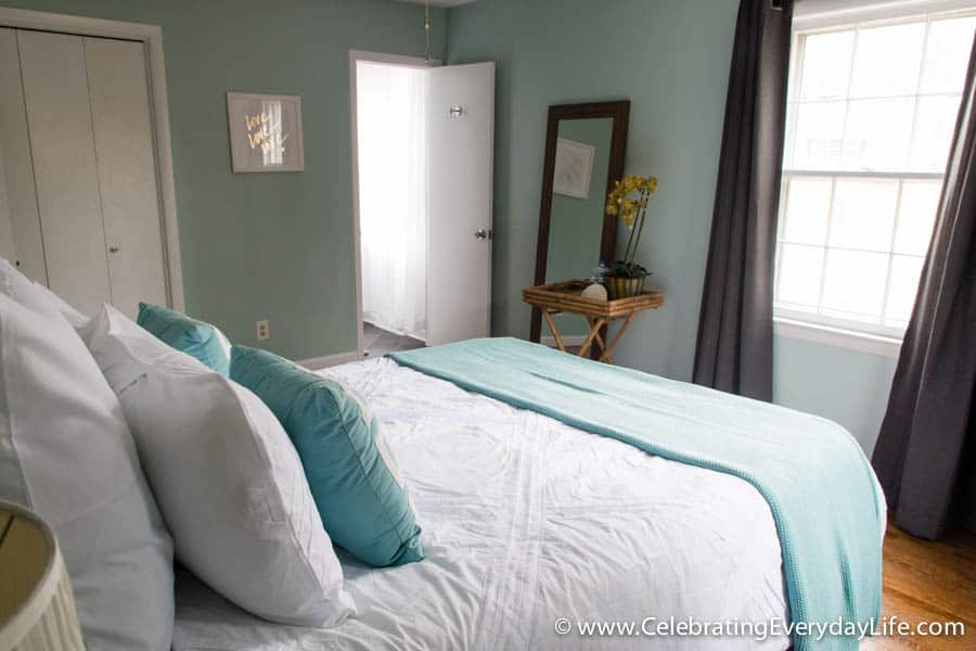 tips for how to stage a bedroom to sell celebrating 14876 | jec3721 x75128