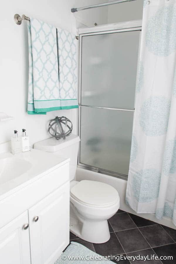 Home Staging Before + After, Home staging ideas, How to stage a bathroom, decorate a bathroom for sale, how to decorate a bathroom, celebrating everyday life with jennifer carroll