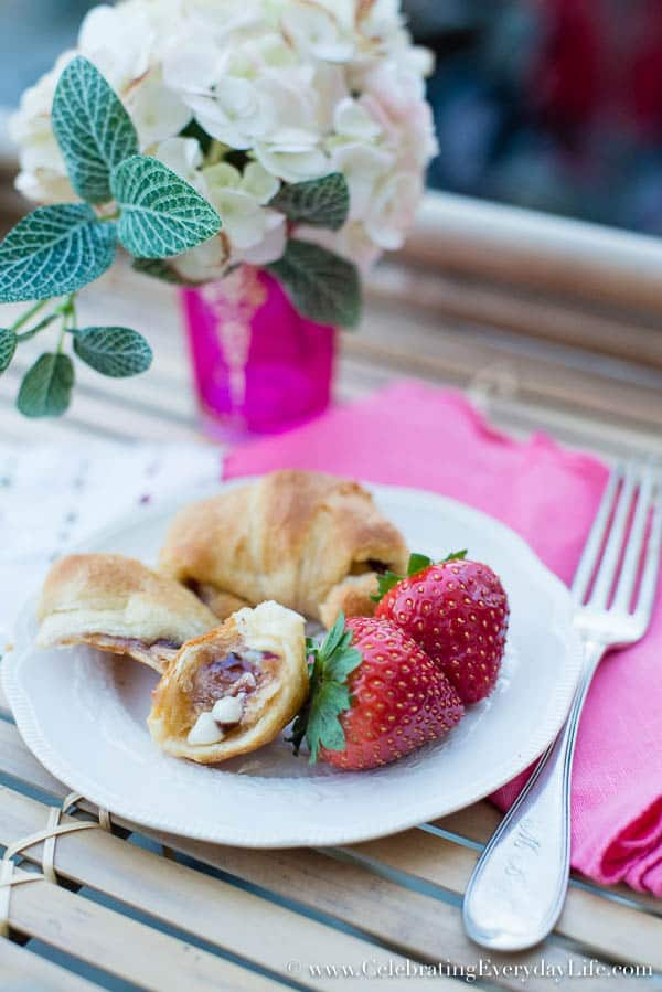 White Chocolate and Strawberry Crescent roll recipe, Sweet Roll, Dessert Crescent Roll Recipe, Sweet Crescent Roll recipe, dessert croissant recipe, valentine treat recipe, valentine dessert recipe, Celebrating Everyday Life with Jennifer Carroll