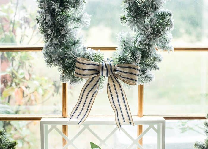 8 Farmhouse Christmas Decorating Ideas