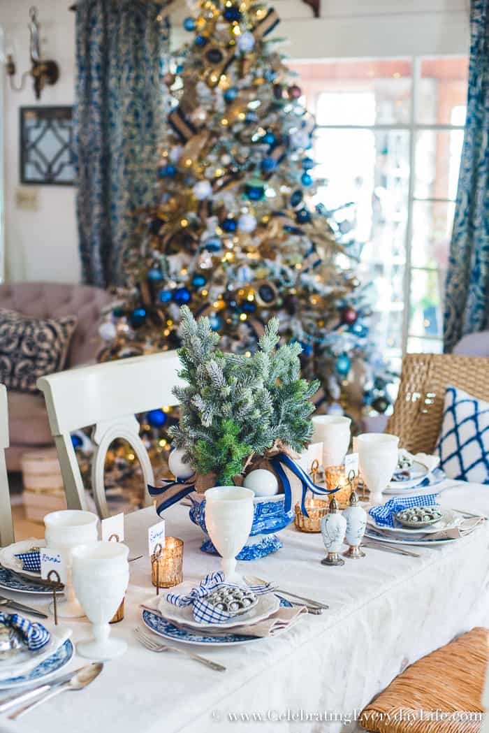 How To Make A Folding Table Look Stunning For The Holidays