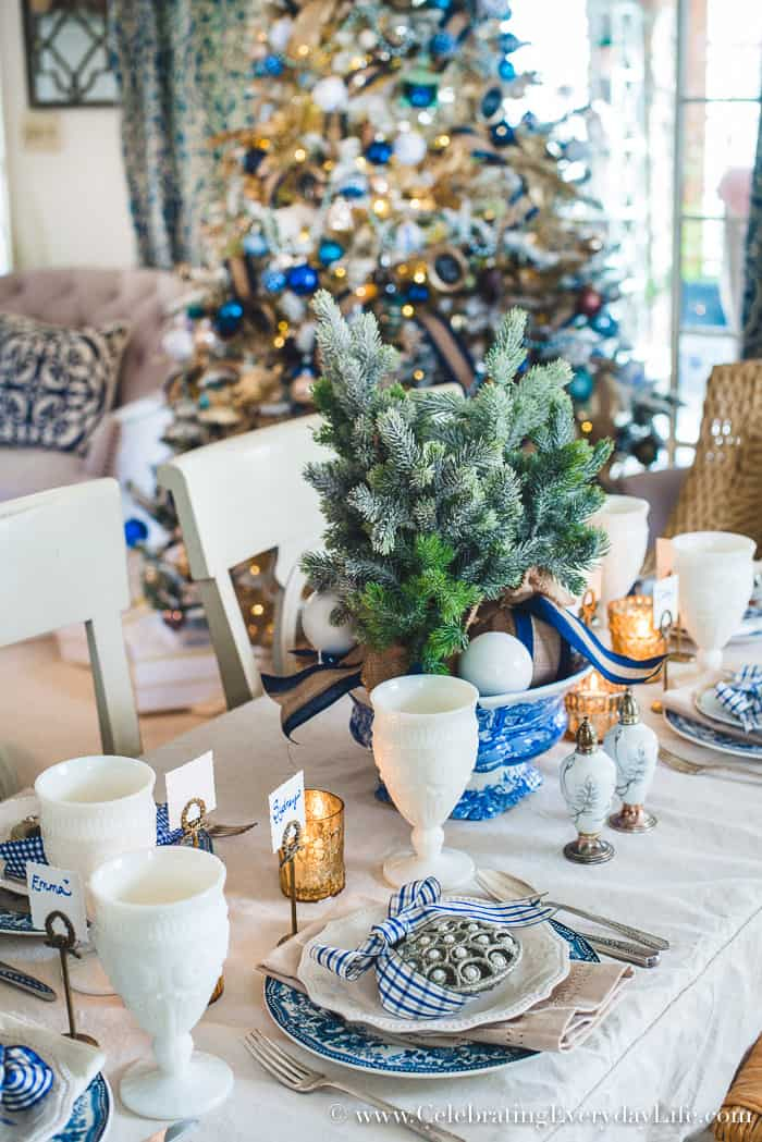 How to make a folding table look stunning for the holidays, DIY holiday dining room decor, DIY holiday decor, DIY holiday decor video