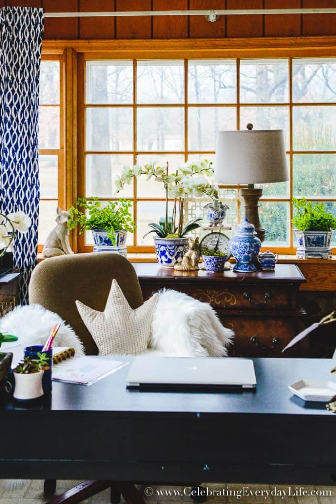 How To Set Up A Beautiful Home Office To Be More Efficient plus Free printables