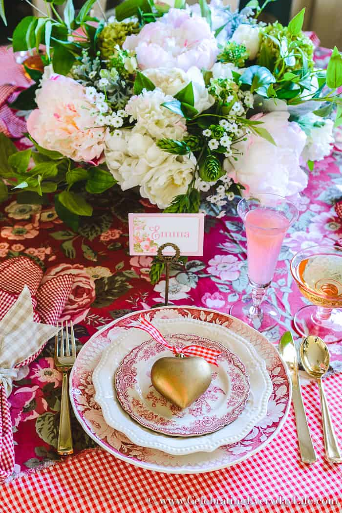 How to Host a Fantastic Galentine's Day Party this year!